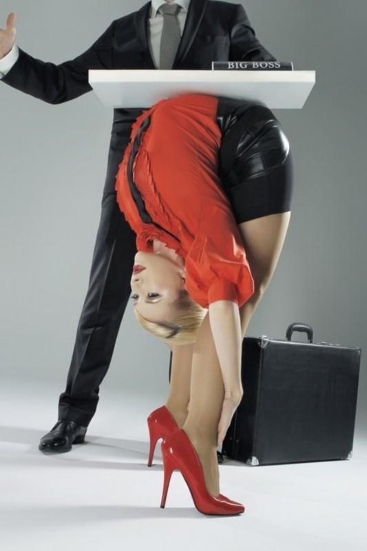 俄罗斯美女惊人柔术写真 演绎办公室诱惑组图
