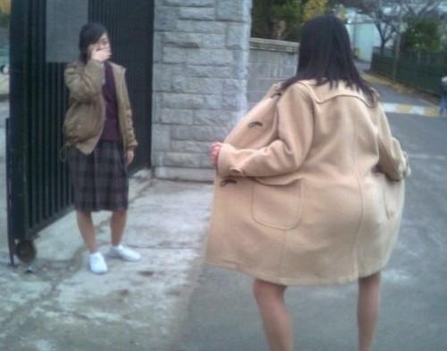 韩国3名女高中生校外狂奔数百米勇擒猥琐男(图)