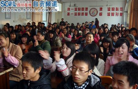 2012年自贡思政高中在牛佛报告举行中学(讲台的生存关于作文图片