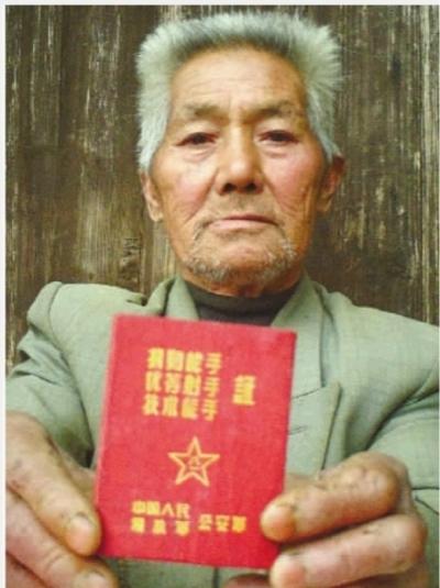 82岁新化老人奉孝同: 他曾是中央警卫团出名的
