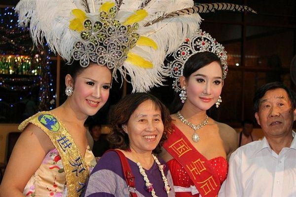 大眯眯人妖�_揭秘泰国的人妖文化 走进人妖的凄惨生活