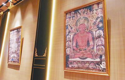 发布会现场陈列的西藏夏鲁寺壁画复制品