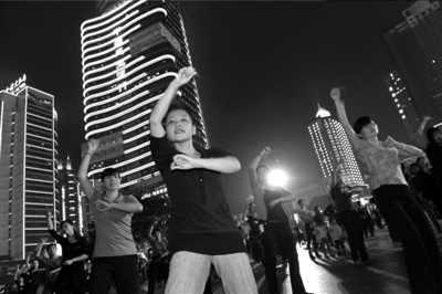 10月17日,江南Style招牌动作在观音桥坝坝舞中集体亮相。图/东方IC