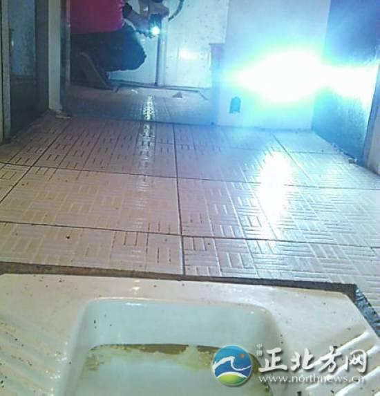 偷拍厕所做爱视频_50多岁男子饭店偷拍女性如厕 偷拍30张不雅照