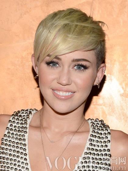 Miley Cyrus--����һ�ߵĶ̷�