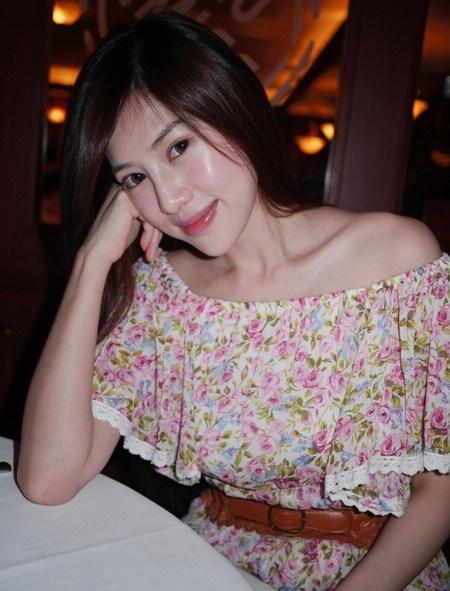 年轻女孩的屄_pk日本美魔女 台湾40岁辣妈年轻直逼20岁嫩模(1)_时尚