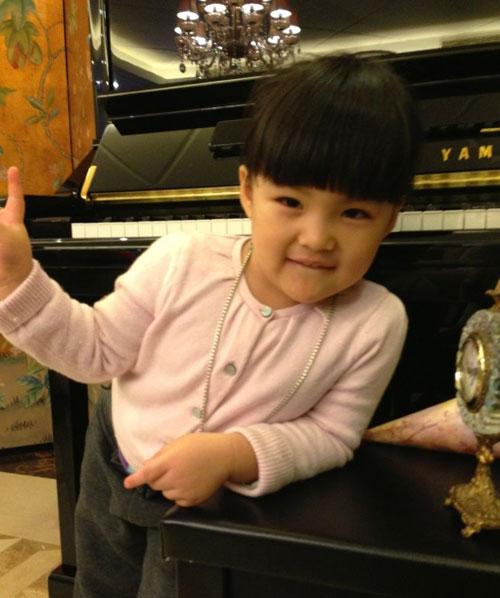 王诗龄可爱萌照_李湘晒3岁女儿王诗龄萌照 网友:长大肯定是个大美人(图)-搜狐滚动