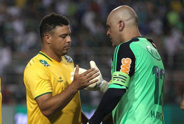 对阵双方是1999年帕梅拉斯队和2002年巴西国家队成员,罗纳尔多现图片