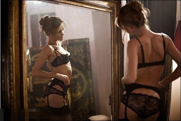 性感美女演绎迷人吊袜带的情趣