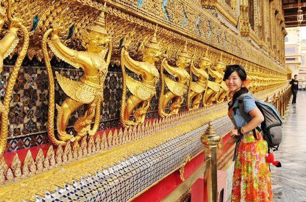 泰国的建筑汇集了佛教、绘画、雕刻、园林等艺术的精粹,其
