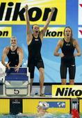 图文:短池世锦赛女子4x200自 美国队激情庆祝