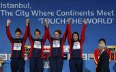 图文:短池世锦赛女子4x200自 美国队登台领奖