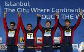 图文:短池世锦赛男子4x100自 美国队登台领奖