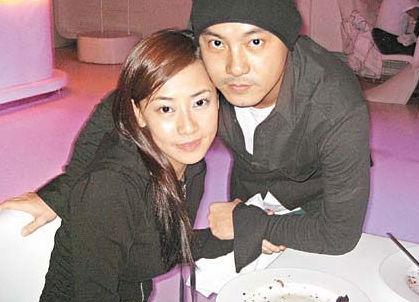 2008年02月张茜不幸意外流产,张卫健心情从高空掉进谷底。