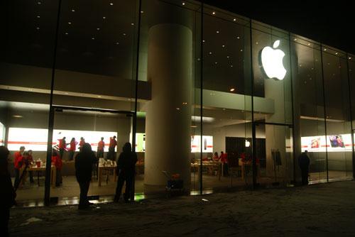 苹果店改为预订发售 当夜无人排队