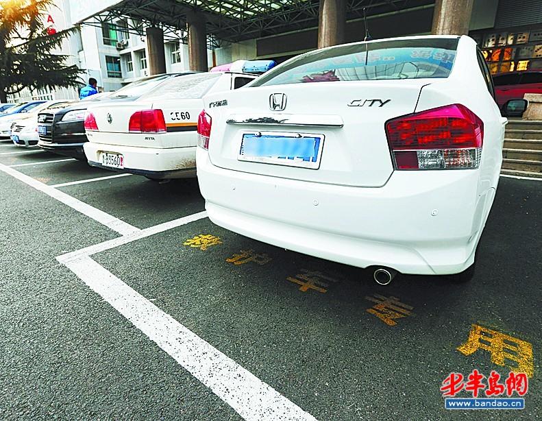 青岛社会    日前,北京一辆120救护车因无车让道被堵在路上,不到3公里