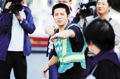 深圳行人闯红灯被罚站岗半小时 罚款拟升至10