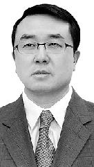 53岁的王立军毫无疑问是中国最知名的警察。