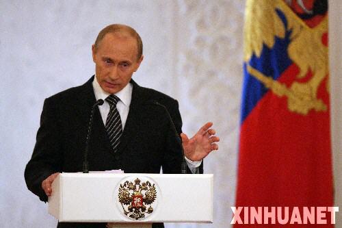 俄罗斯总统普京12日中午在克里姆林宫向俄联邦会议发表年度国情咨文。这是普京再次当选总统以来首次发表国情咨文。