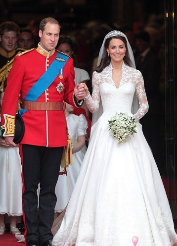 据外媒报道,英国威廉王子8日出席一个慈善晚会时首度开腔谈妻子凯特王妃怀孕一事,他说凯特孕吐情况有所好转。