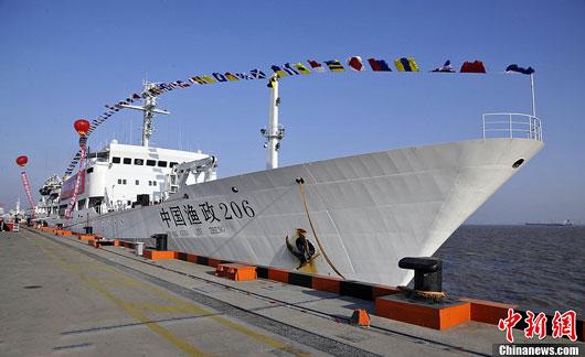 """中国一渔政船""""漂进""""钓鱼岛12海里 未启动引擎"""