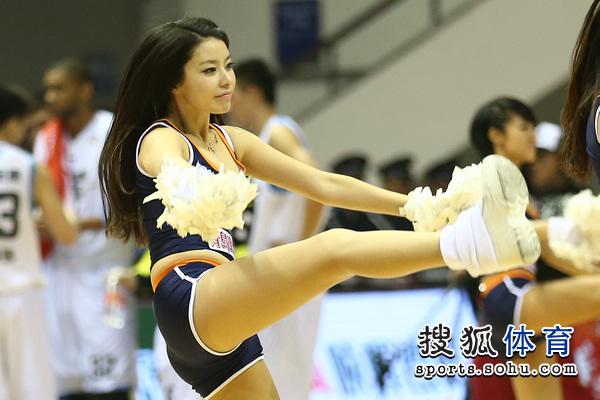 组图:北京篮球宝贝激情热舞