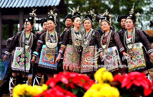贵州山歌十二月情歌对唱 对山歌等极具苗族民俗活动受到观众的 贵州