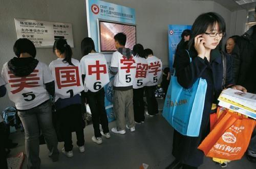 2006年中国仅有65名赴美中学生,2011年赴美中学生人数增长100倍,达到6725人