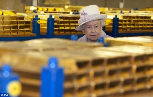 英国女王在视察中对英国金融监管部门提出了批评。