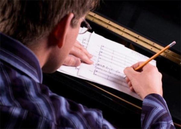 高等教育阶段艺术、戏剧及音乐教师