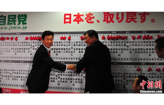 安倍晋三发表竞选胜利演说 称尽早改善日中关系