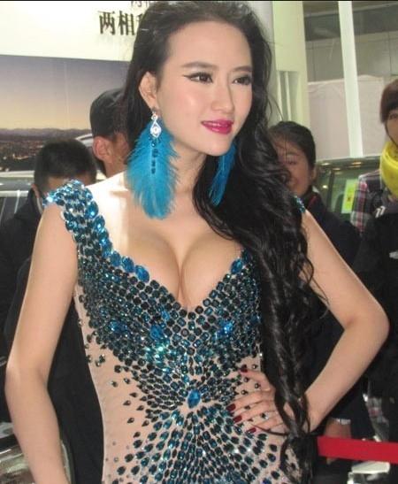 李颖芝车展女神曹阳pk豆浆西施奶茶妹 2012你最喜欢爆乳还是清纯?
