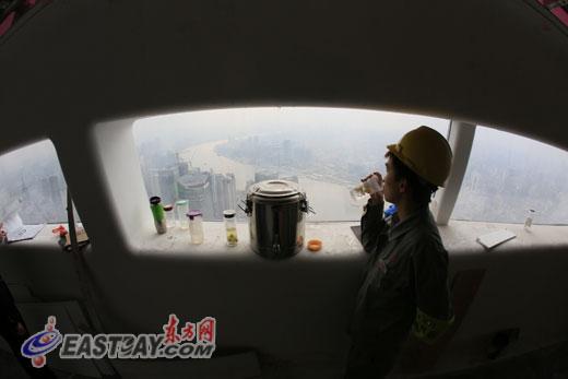 """东方明珠塔350米""""太空舱""""全新改造中春节将迎客"""
