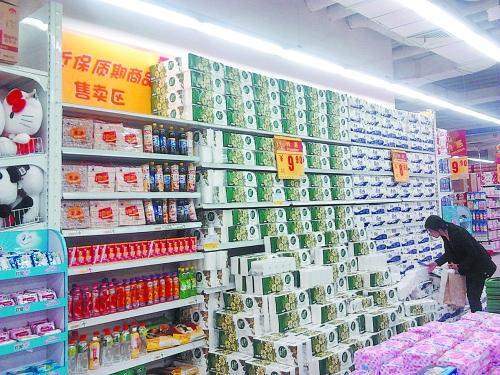 位于华润万家超市的临期商品售卖区
