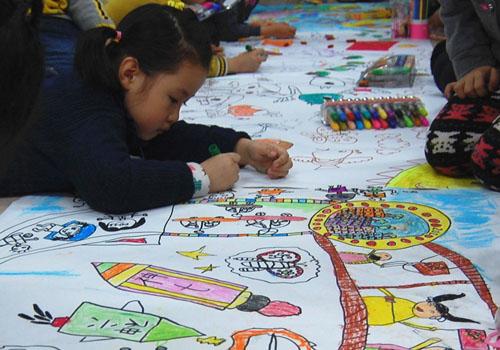 乌鲁木齐第三幼儿园:小手绘变化(图)