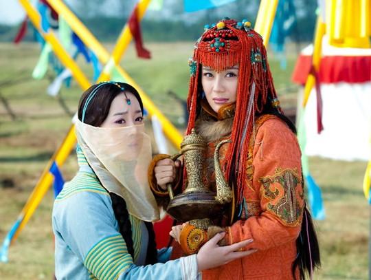 由于正监制,刘恺威,张檬,蔡少芬,袁姗姗等共同主演的清宫大戏《山河恋
