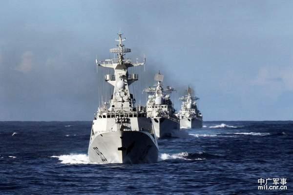 中国新型两栖攻击舰_中国战舰训练遭轮番跟踪 发现近百批次不明信号-搜狐军事频道