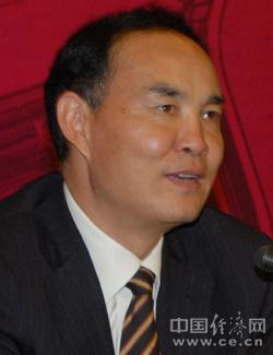 李文荣,男,汉族,在职研究生文化,云南省昭通市人,1962年10月生,1984年7月参加工作,1984年3月加入中国共产党。