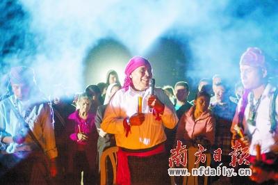 20日,在危地马拉一个考古遗址,一名玛雅牧师参加有关新纪元的仪式。新华社发