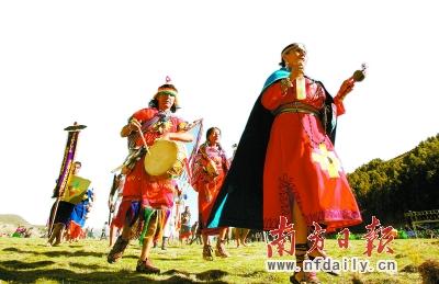 """当地时间20日,玻利维亚举行仪式,庆祝玛雅历中第13个""""白克顿周期""""结束,迎来""""玛雅新纪元""""。CFP供图"""