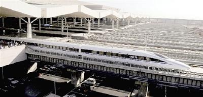 高铁/一辆高铁列车驶出郑州东站新华社记者朱祥摄
