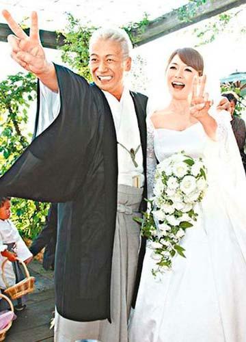 玉置浩二与妻子结婚照图片