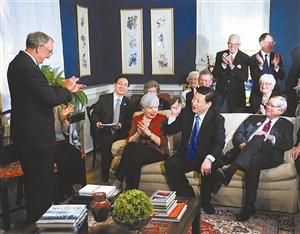 2012年2月,习近平访美时到艾奥瓦州老朋友家里与27年前结交的美国老朋友茶叙。