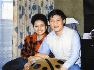 1989年9月,习近平和彭丽媛合影。