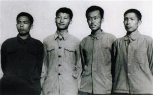 1972年,插队回京探亲时的习近平。