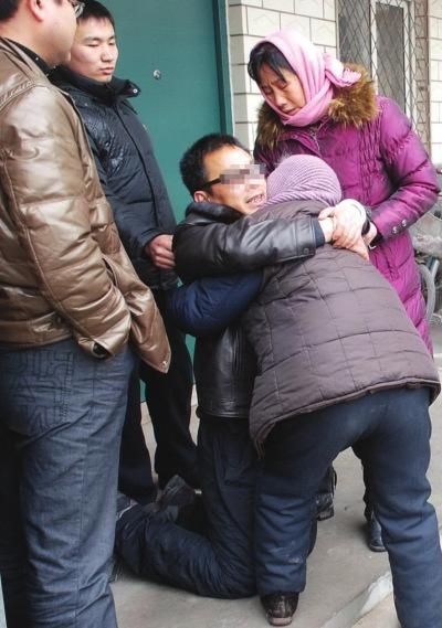 分离21年,宋军跪地抱着母亲后悔莫及