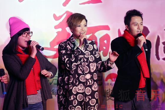 谭维维/谭维维与《梦想合唱团》成都队员为公益放歌/1