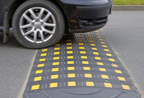 駕車經過減速帶時是否出現顛簸性疼痛,有助于自我診斷是否患有闌尾炎。