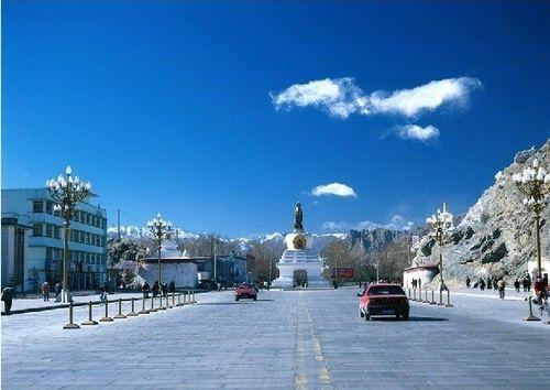 """云南的桃花源位于""""彩云之南""""云南西北方的丽江,几年前许多人还误将其当作一条小江,现在可谓盛名在外,联合国就将其确定为世界历史文化名城。"""