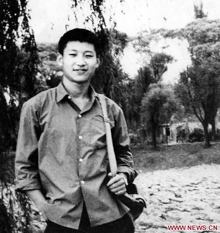 照片摄于1972年,习近平当时是一个在农村的知识青年。新华社